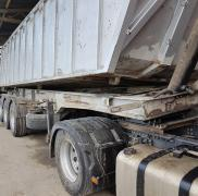 Levelling of frames of semi-trailers and trucks